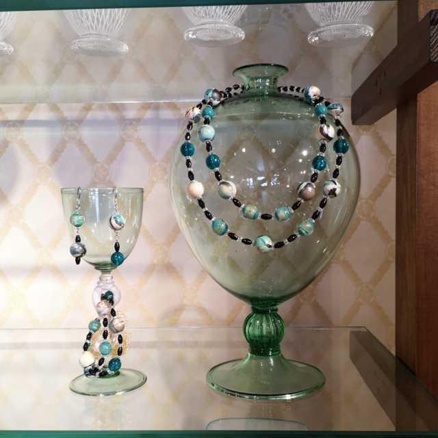 Gioielli in Legno e Vetro per la Venice Glass Week
